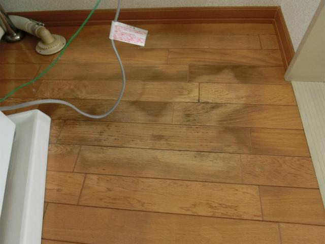 床の損傷。