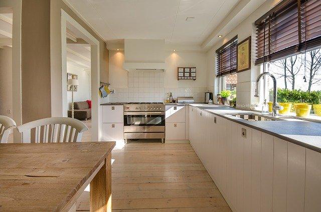 キッチンの換気設備と給排水設備